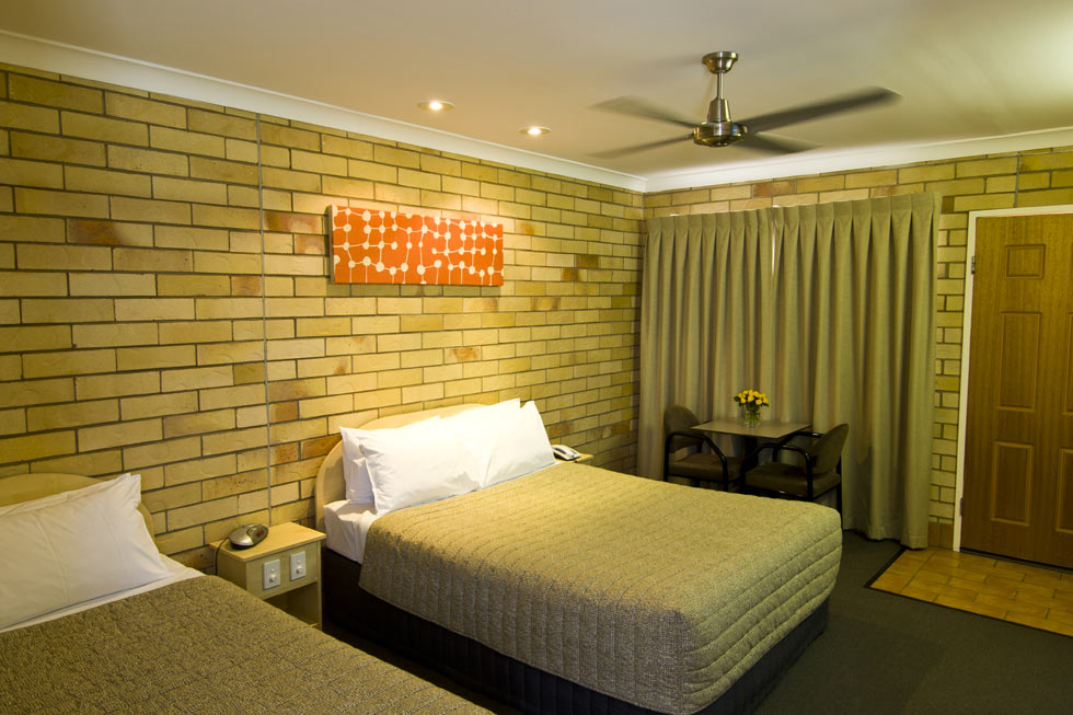 The Starlight Motor Inn offers 18 comfortable, immaculately clean, light and airy rooms